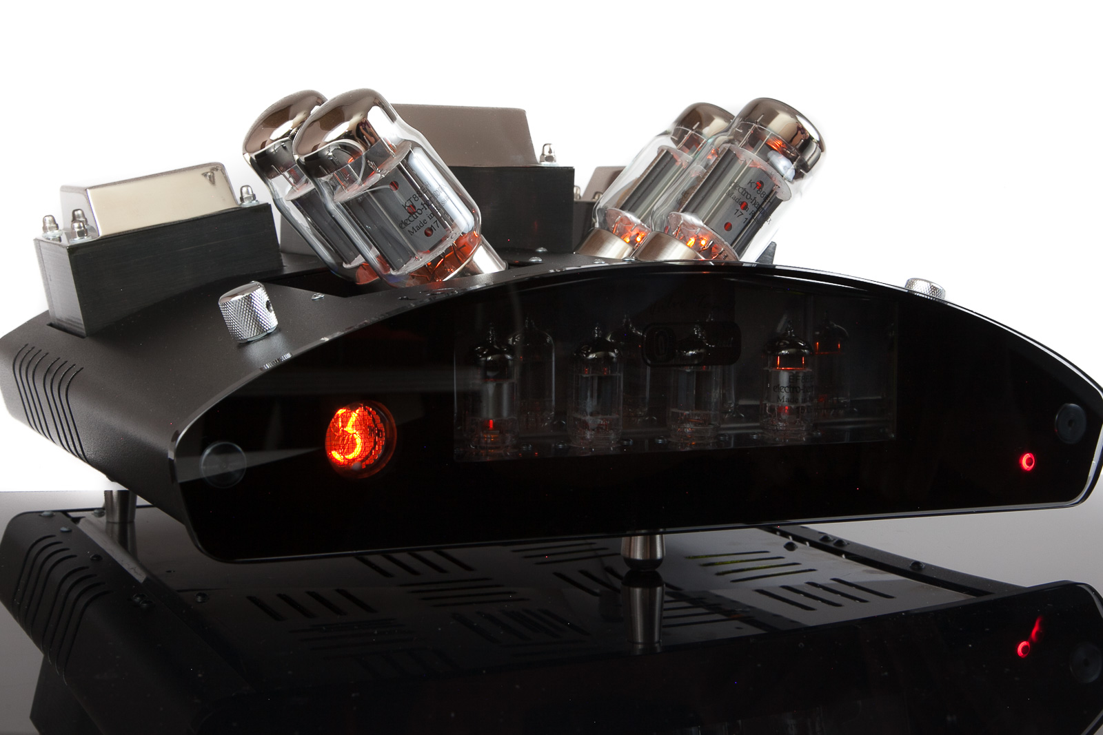 EGG-SHELL TANQ integrated vacuum tube stereo amplifier